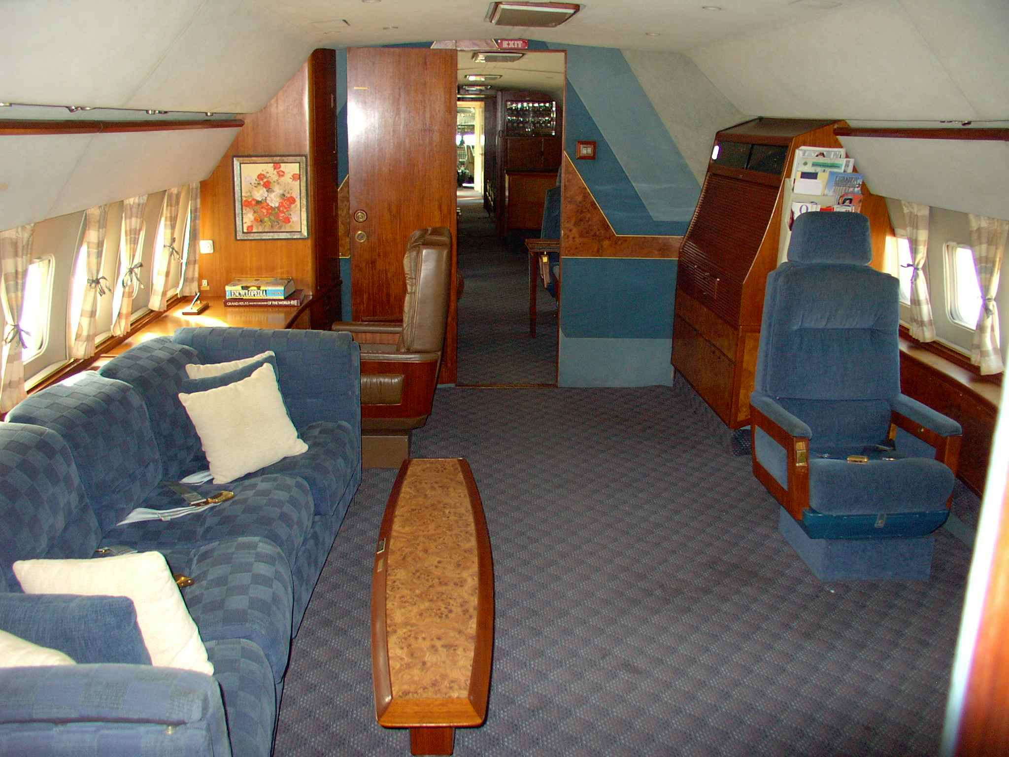 Air force one inside bedroom the image Air force one interior