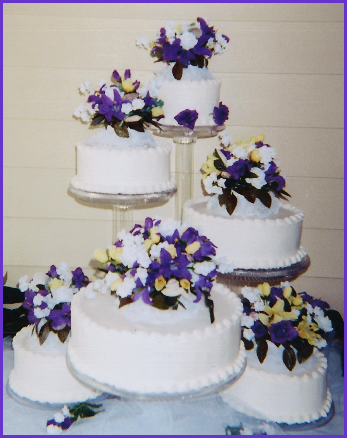 Beautiful wedding cakes for young: Flowers for wedding cakes artificial