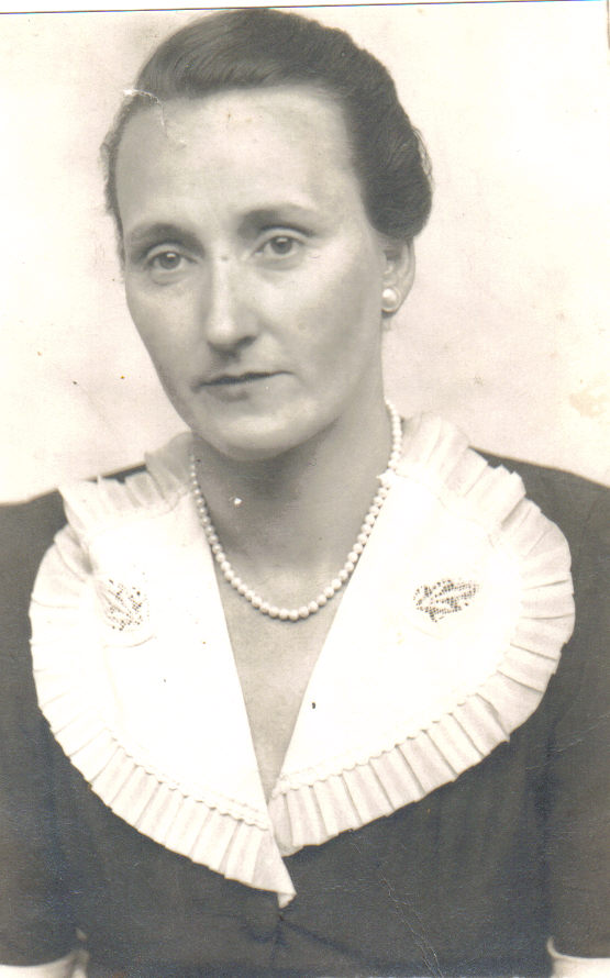 Bertha M Clay Net Worth
