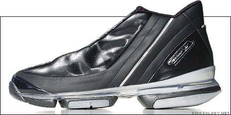 a2a830b221e728 The Reebok Xbeam Franchise Mid has modern looks