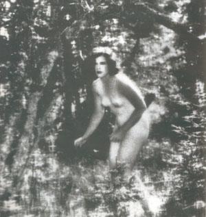 Primero desnudo desnudo en el espacio