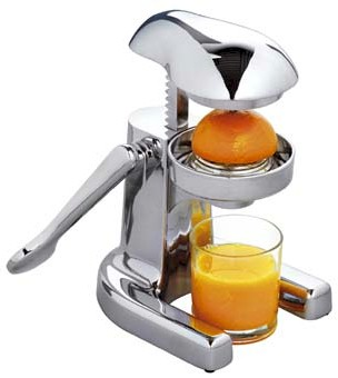 how to use a hand juicer