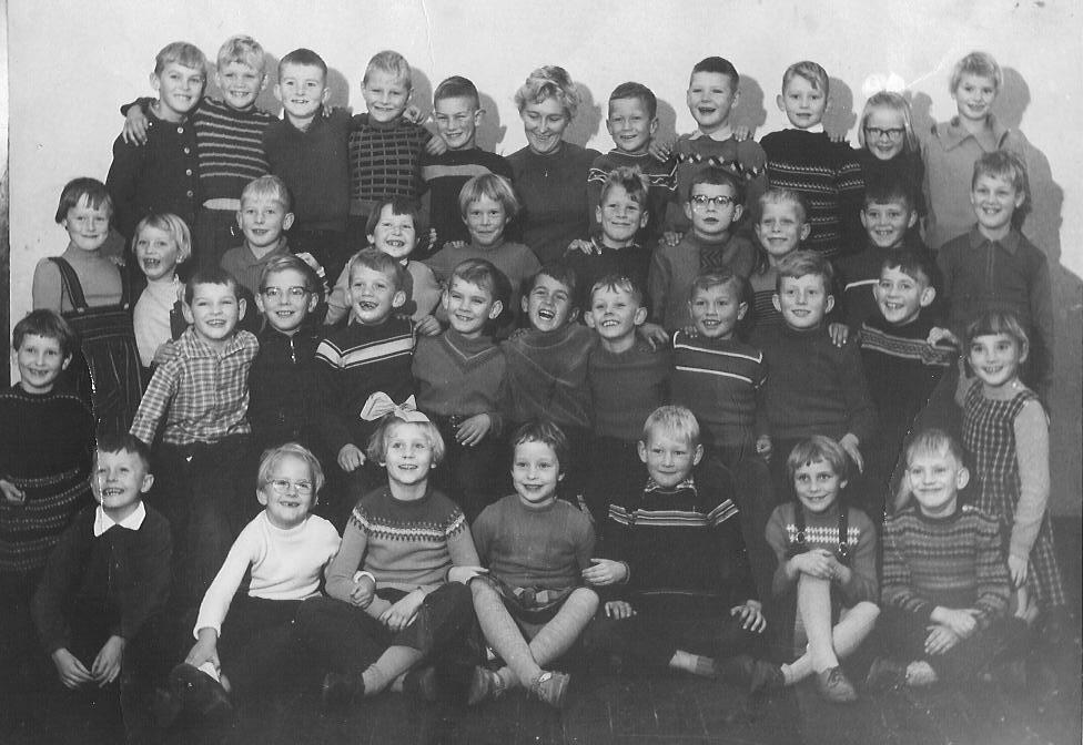 ... van de voormalige hervormde school aan de Bentinckslaan in Hoogeveen: www.geocities.ws/hoogeveen2000/foto20.html