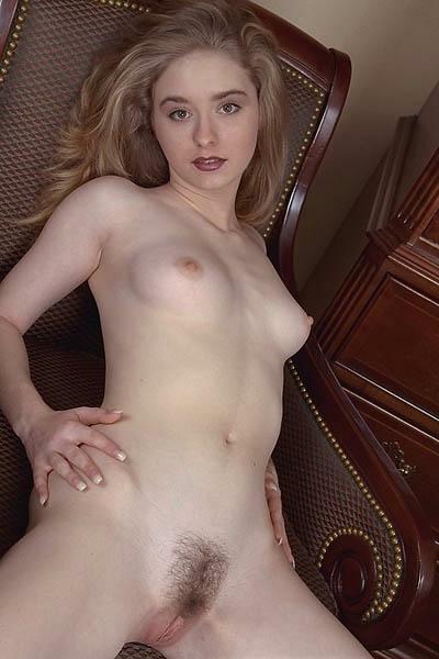 Bilder von unrasierten jungen Mädchen nackt