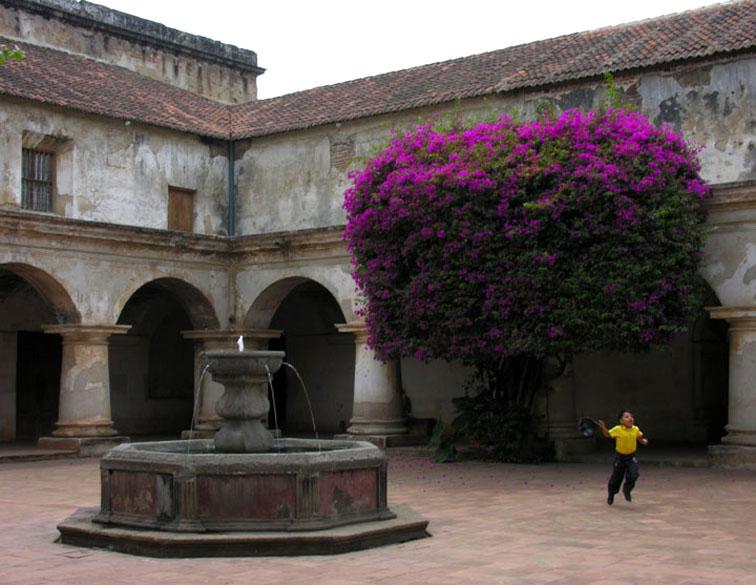 Antigua guatemala patio de las capuchinas c fuente - Fuente para patio ...