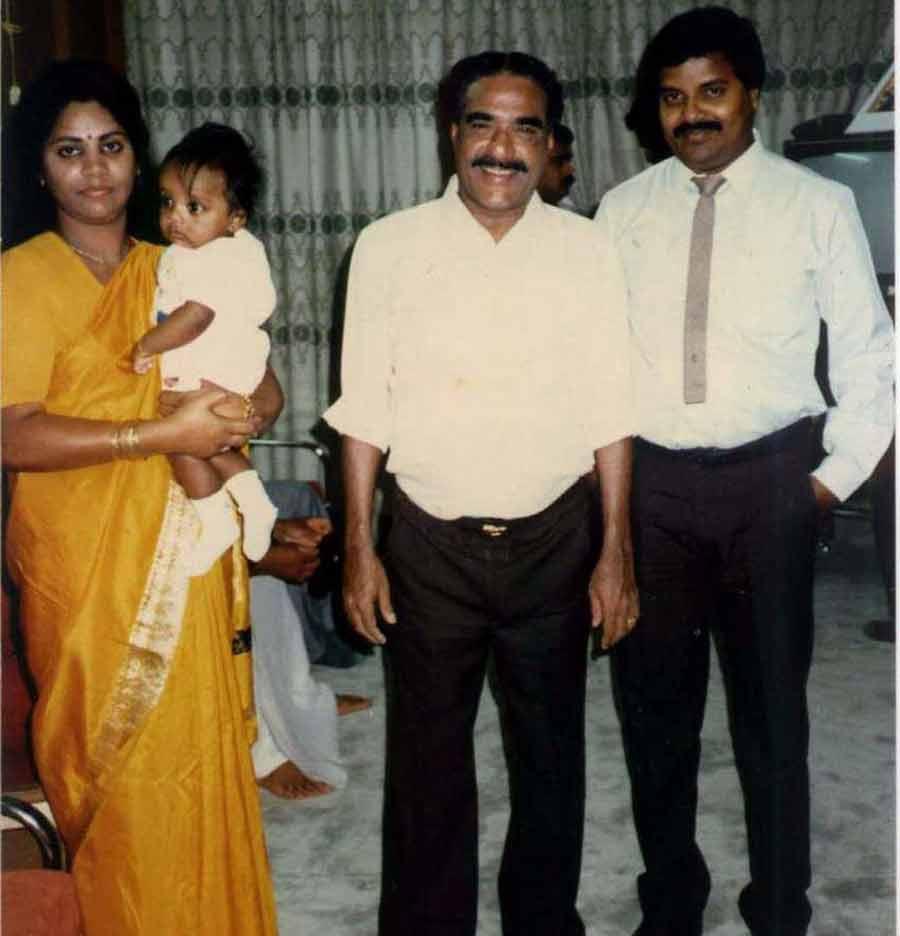 Thomas panicker 39 s photo album2 for K muraleedharan family photo