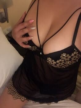 Housewife Escorts Delhi