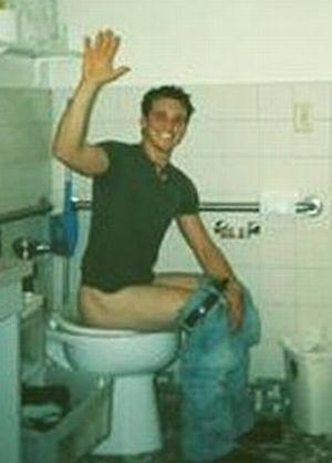 Men on the toilet: Guys on the toilet