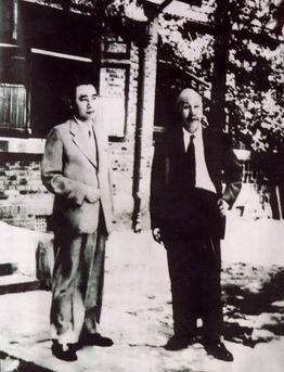 Chu Ân Lai chụp ảnh chung với HCM